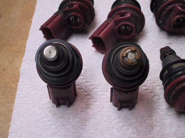 Modded Nissan injector on the left